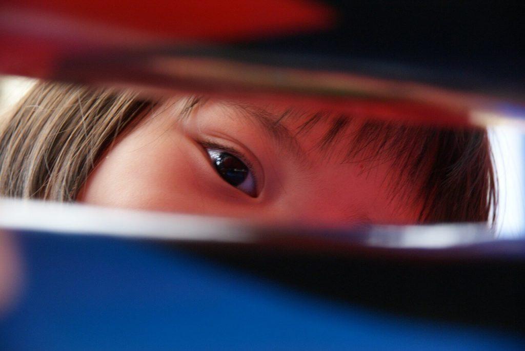 El cover test debe ser un juego para los niños para que colaboren, pero suficientemente serio como para que se estén quietos.