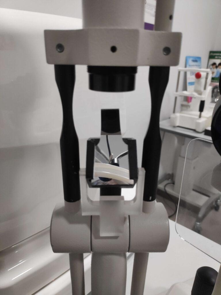 Espejo de la fuente de luz visto por el paciente