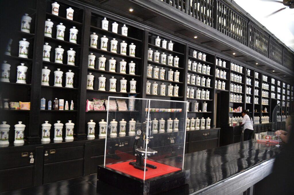 Farmacia donde se preparan fórmulas magistrales.