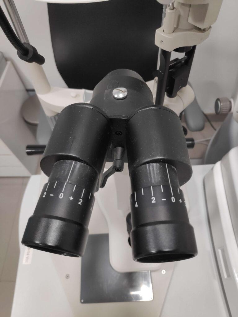 Oculares de la lámpara de hendidura regulados a 0