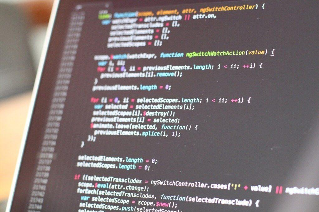 Código de ejemplo, una de las mejores pantallas para escribir lenguajes de programación está configurada en horizontal.